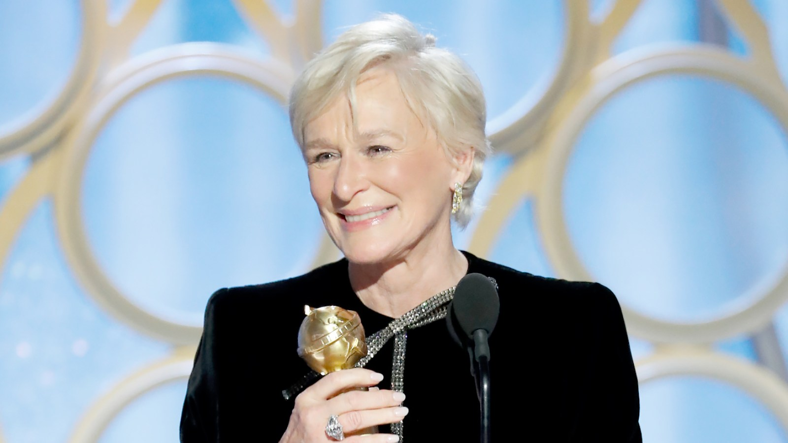 Golden Globes 2019 Glenn Close Cries After The Wife Win