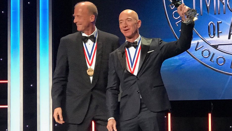 Jeff-Bezos-Ditches-Wedding-Ring-at-First-Public-Event-Since-Lauren-Sanchez-Affair-News