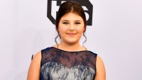 'This Is Us' Star Mackenzie Hancsicsak Sells Girl Scout Cookies at SAG Awards