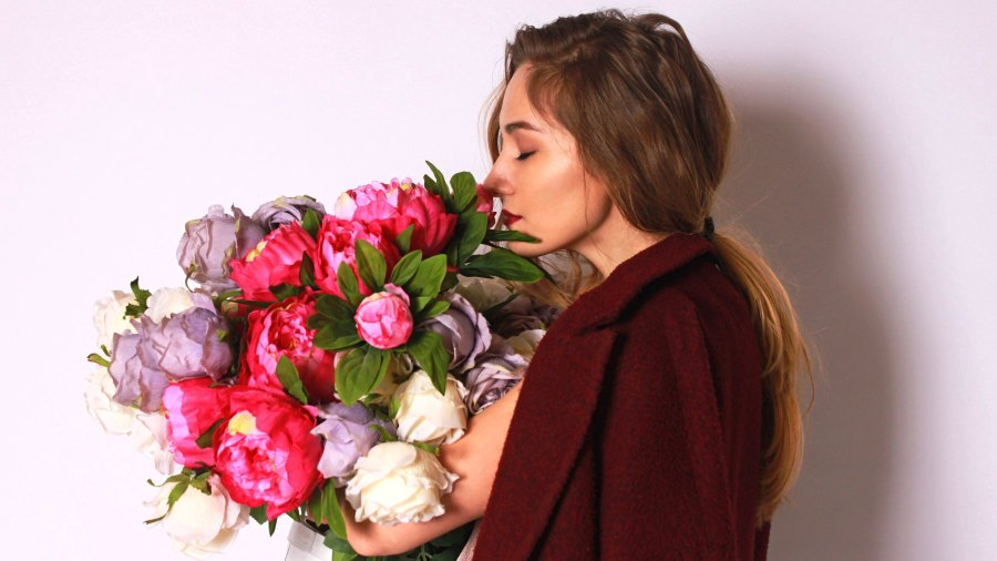 woman-with-flowers