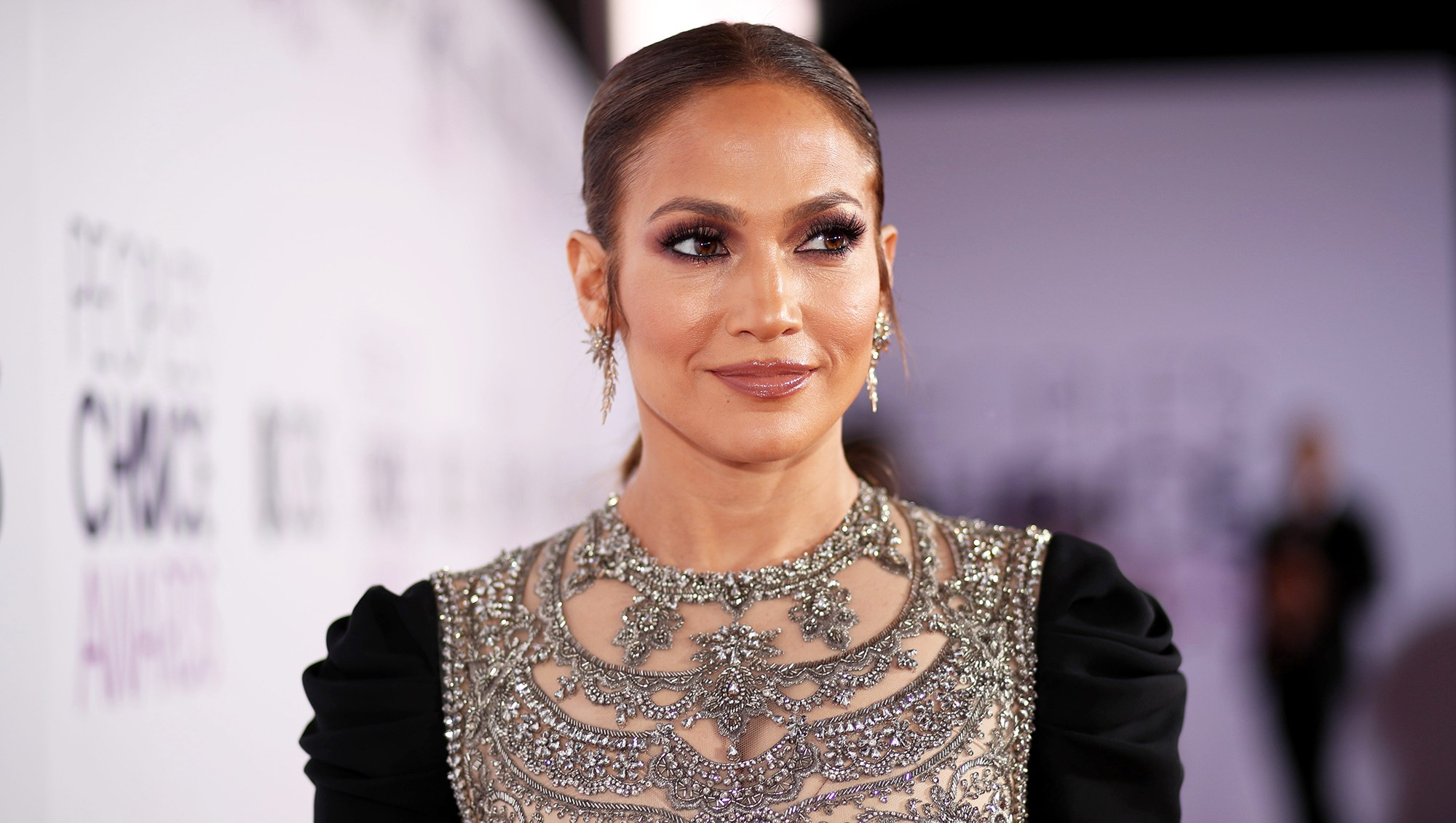 How Jennifer Lopez Makes Smart Choices With Fresh, Clean Eating