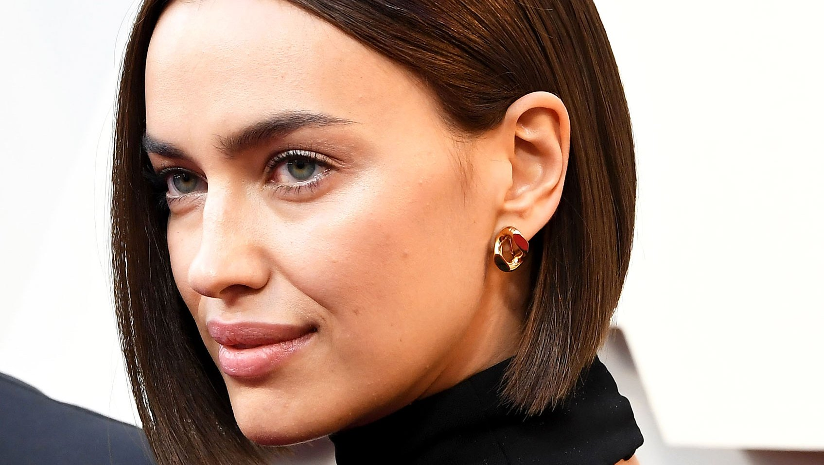 A Behind-the-Scenes Look at Irina Shayk's Blunt Oscars Bob