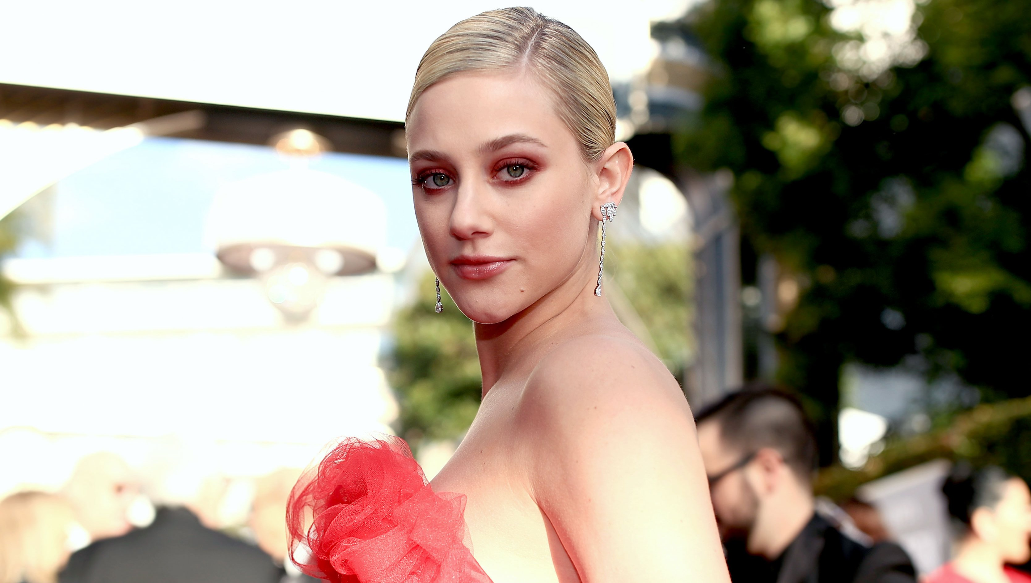 Lili Reinhart Starts Therapy Again for Anxiety, Depression