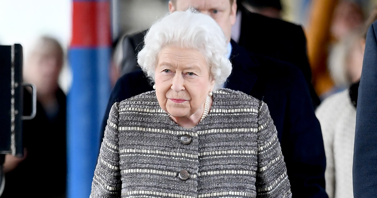 Queen Elizabeth Ends Winter Break, Takes Public Train Back to London