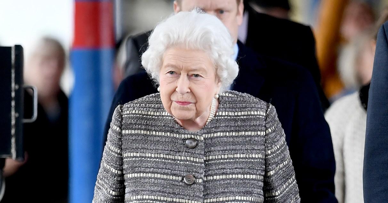 Queen Elizabeth Ends Winter Break, Takes Public Train Back to London