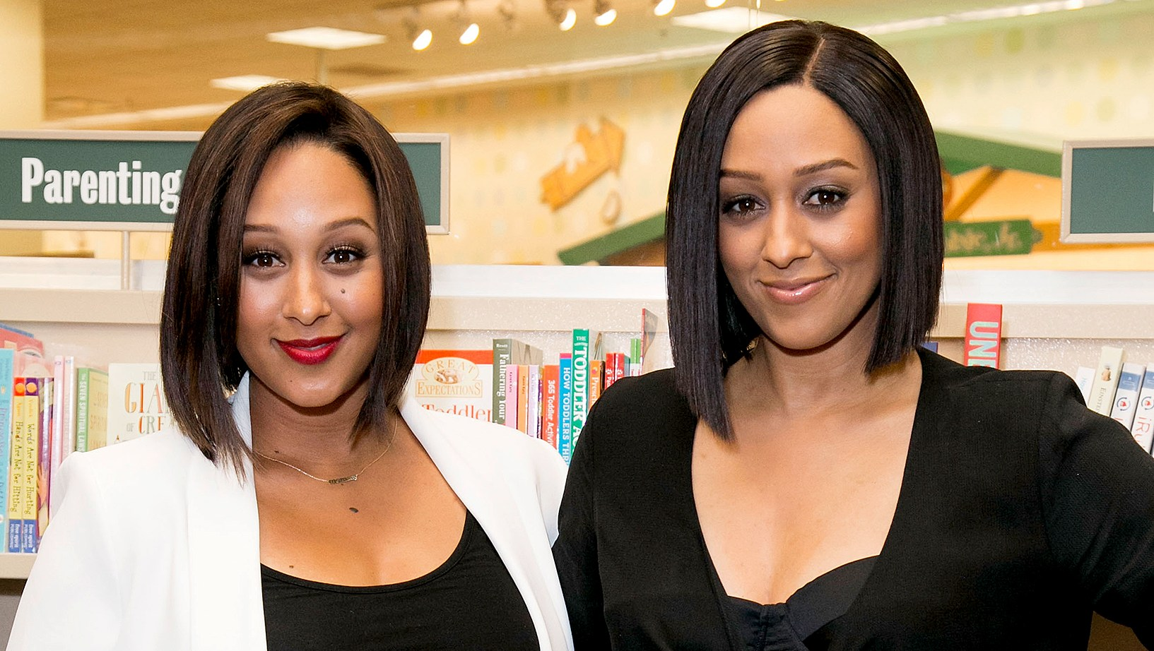 Tia-and-Tamera-Mowry-drinks-breast-milk
