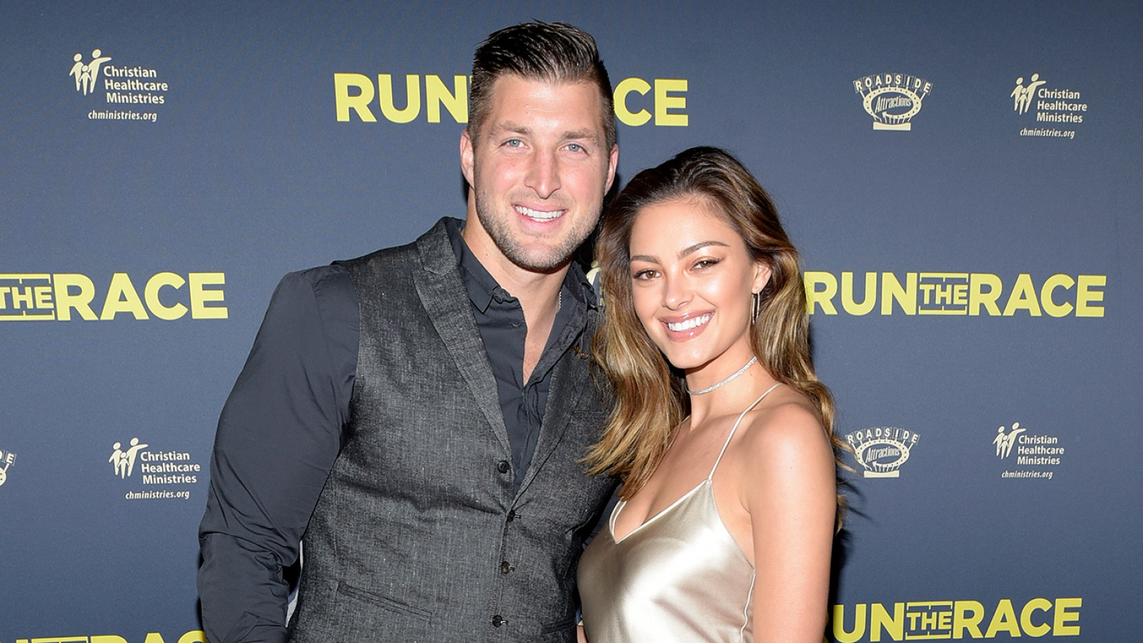 Nina Dobrev dating Tim Tebow