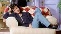 Courteney-Cox-Recreates-Scene-from-'Friends'