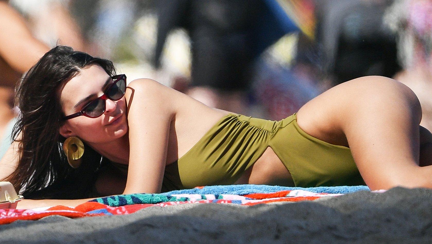 Emily Ratajkowski bikini body beach