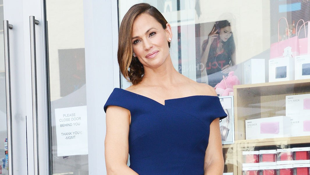 Jennifer Garner navy blue dress walk of fame hollywood