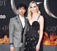 Joe Jonas Sophie Turner Marry In Surprise Vegas Wedding