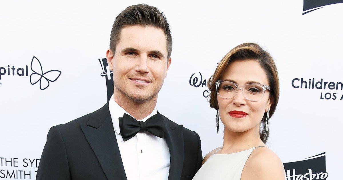 Italia Ricci Pregnant, Expecting First Baby With Robbie Amell