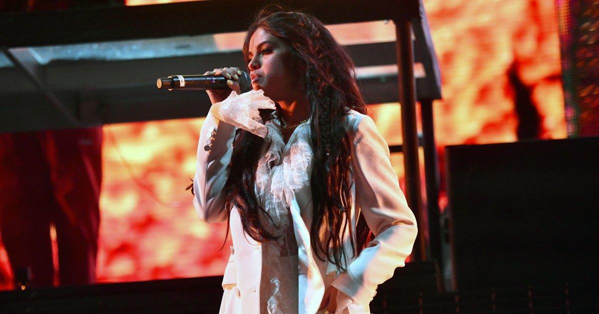 Selena Gomez Surprises Coachella 2019 Crowd With First Performance Since Treatment