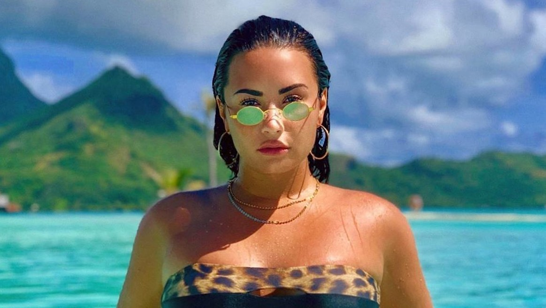 Demi-Lovato-bora-bora-bikini