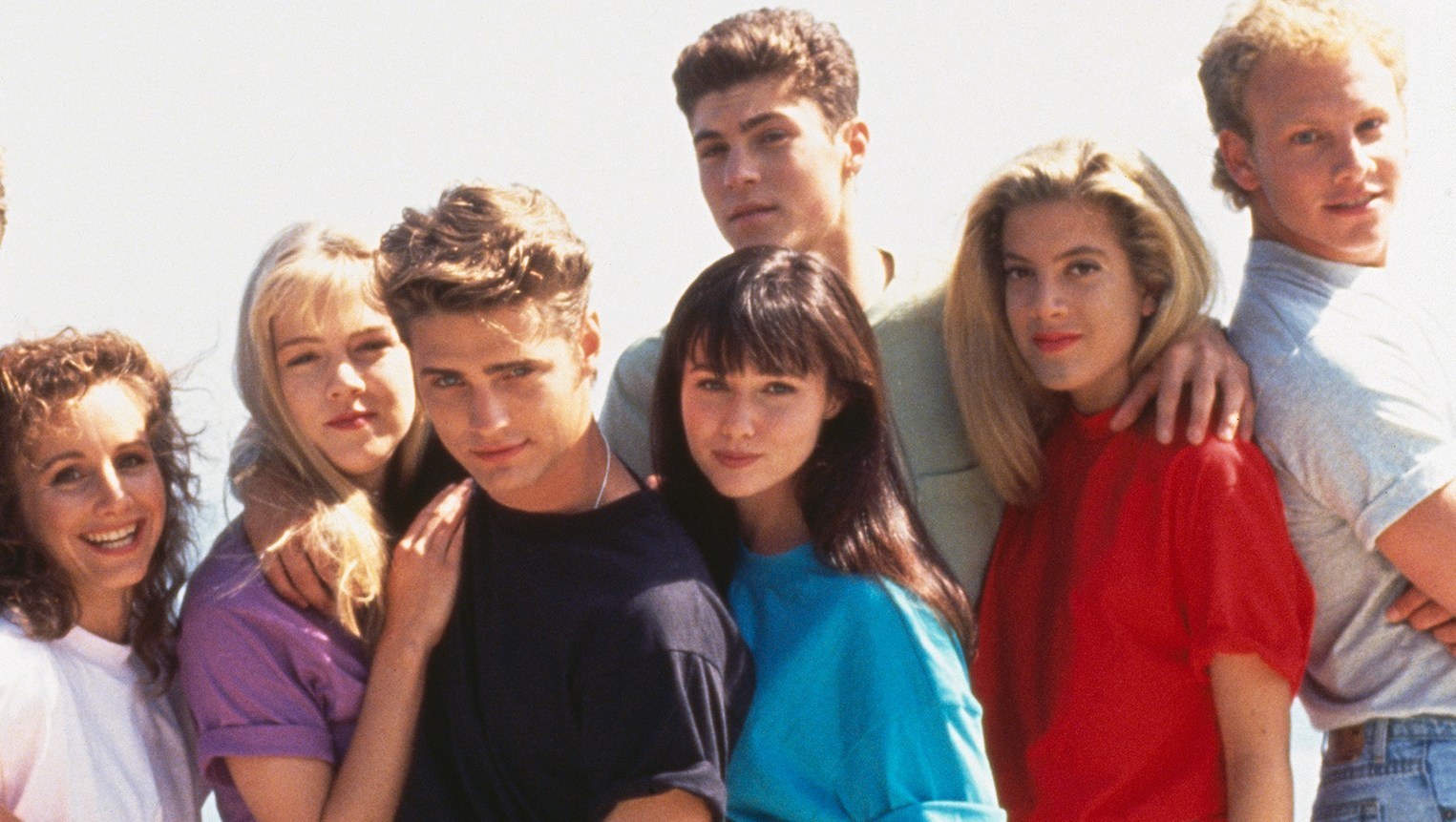 Beverly Hills 90210 Cast Shares Behind-the-Scenes Photos From Reboot