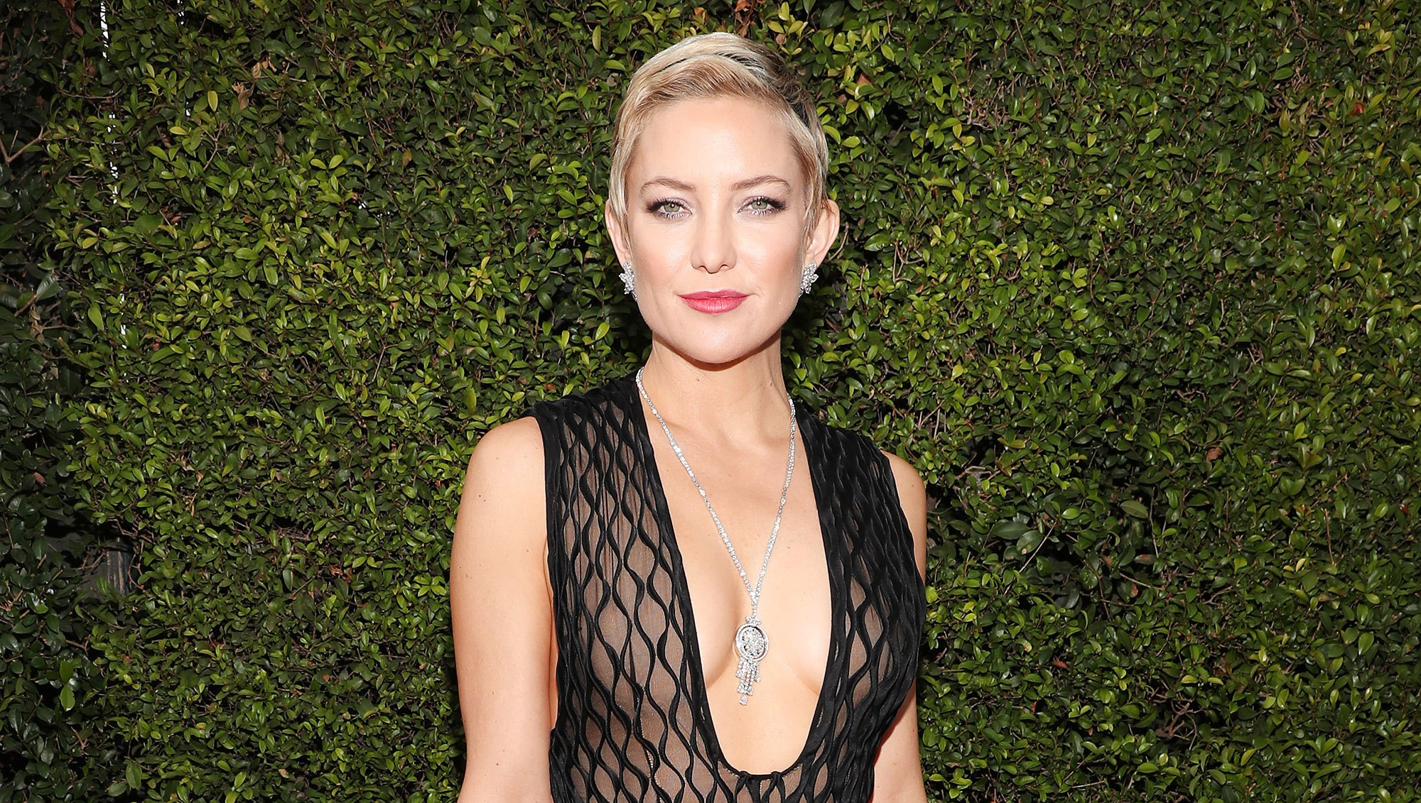 Kate Hudson Flashes Killer Post-Pregnancy Abs in Instagram Selfie While 'Bored on Set'