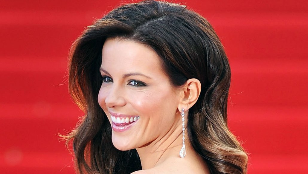 Kate Beckinsale Flips a 150-Lb Tire Like It Ain't No Thang