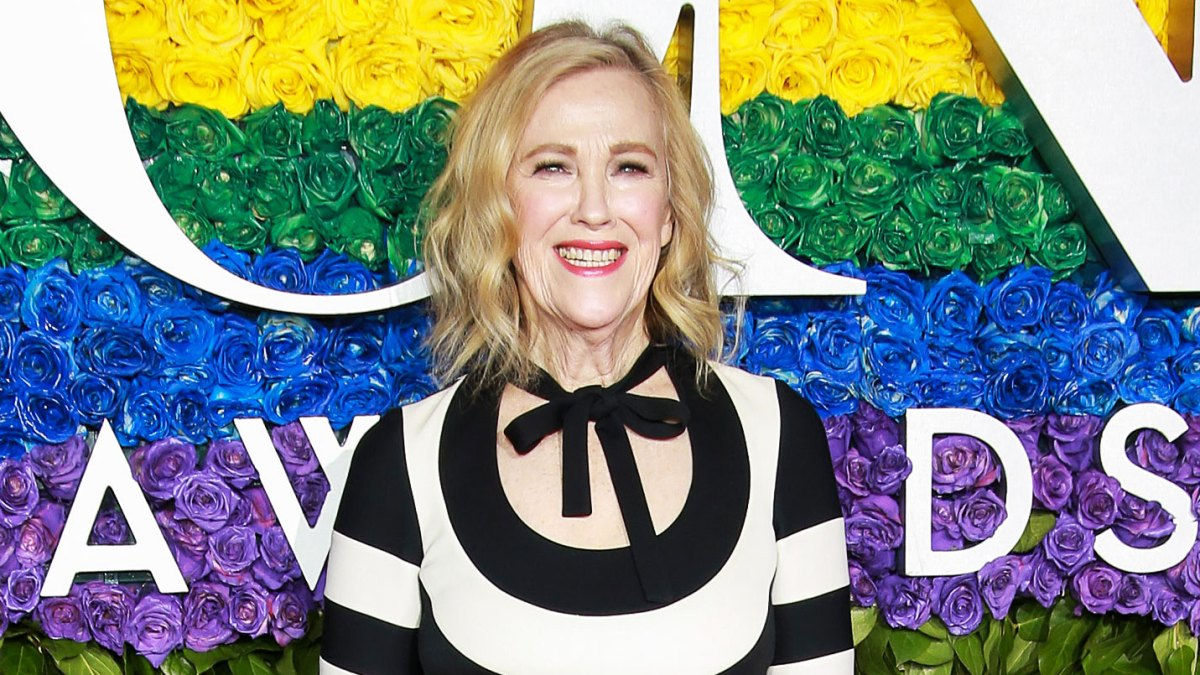 Tony Awards 2019: Catherine O'Hara Channels Her 'Beetlejuice' Character Delia Deetz With Black and White Dress