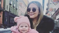 Hilary-Duff's-Daughter-Banks-Playing-in-Dog's-Water-Bowl-2