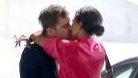 Joshua-Jackson-kissing-mystery-woman
