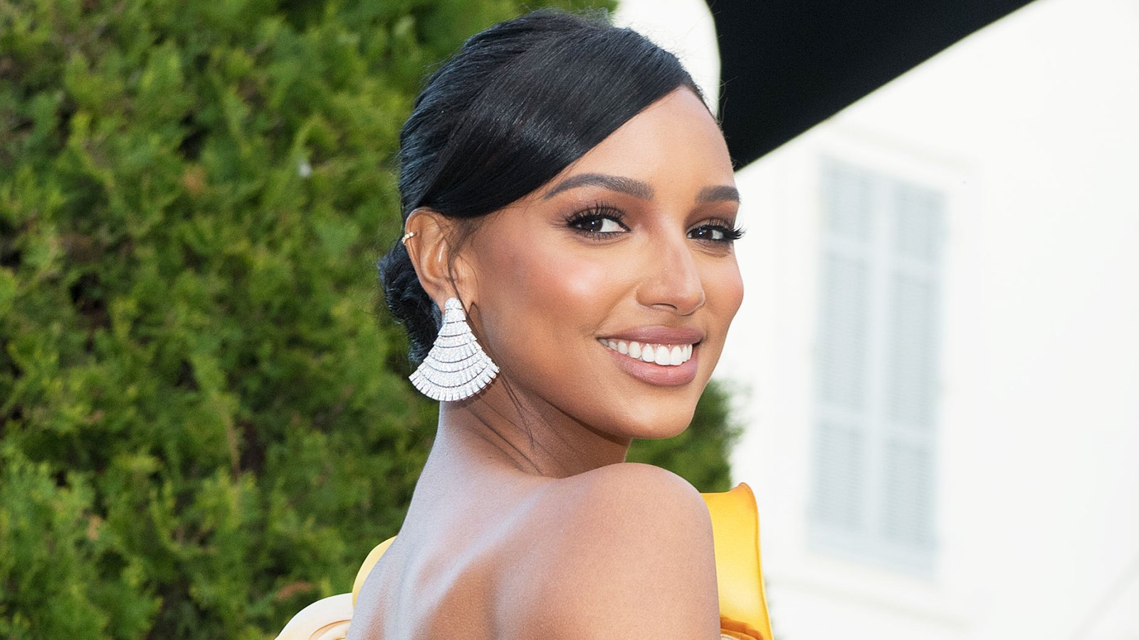 Jasmine Tookes Launches Youtube Beauty Tutorial Channel