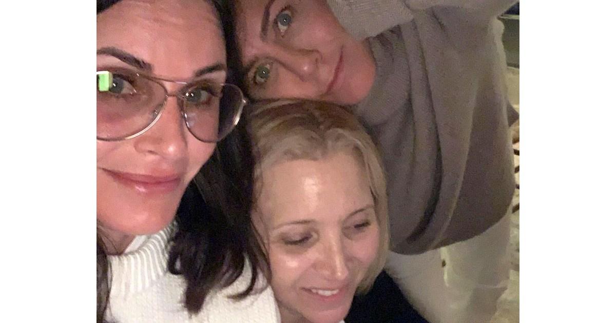 Summer 2019 Vacations: See Where Jennifer Aniston, Khloe Kardashian and More Traveled!