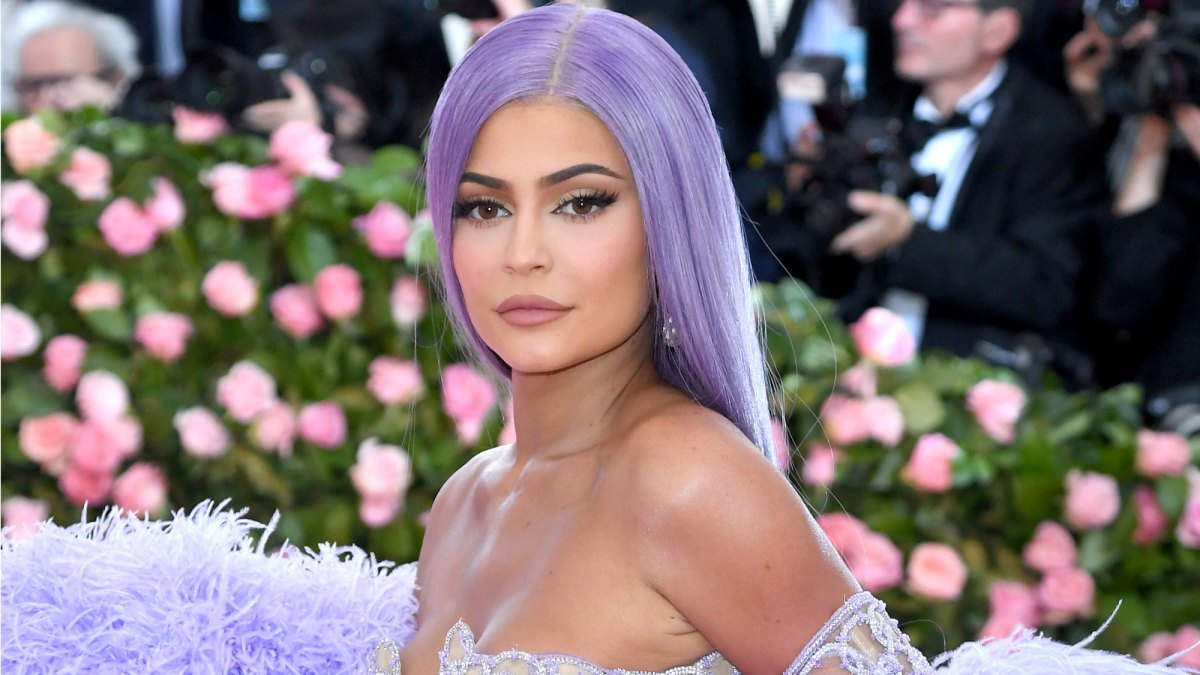 Kylie Jenner Details Struggle With Anxiety, Talks Unusual Childhood in Emotional, Self-Reflective Post