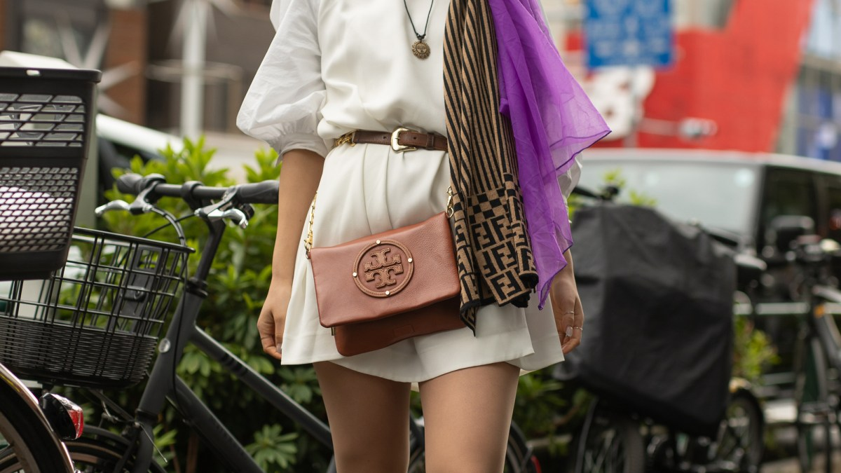 We Love This Tory Burch Crossbody's Vintage Sophistication