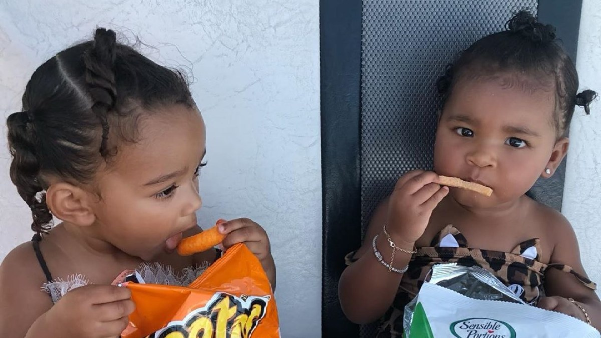 Chicago West, True Thompson Chow Down on Cheetos at the Beach: 'Vacation Calories Don't Count'
