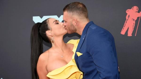 Jenni-Farley-and-Zack-Clayton-Carpinello-PDA-Red-Carpet-VMAs-2019