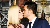 Katy Perry Kisses Orlando Bloom Red Carpet
