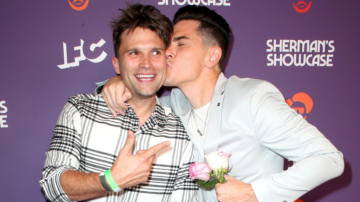 Tom Sandoval and Tom Schwartz Celebrate Tom Tom's 1st Anniversary by Recreating Famous Kissing Photo
