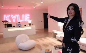 Kylie Jenner Shares Kylie Cosmetics Hq Tour Video