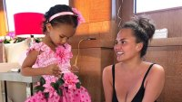 Chrissy Teigen's Daughter Luna Recreates Her Award Show Face