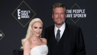Gwen Stefani Thanks 'Babe' Blake Shelton at 2019 People's Choice Awards