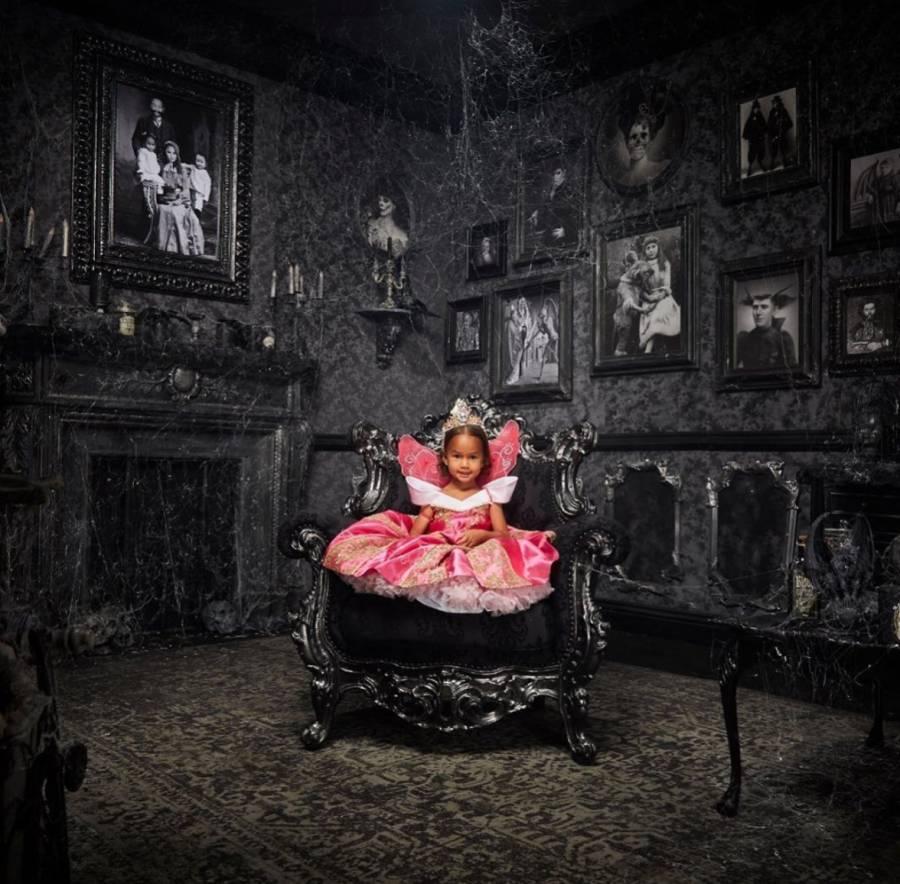 Chrissy Teigen S Daughter Luna Wearing Princess Dresses Pics