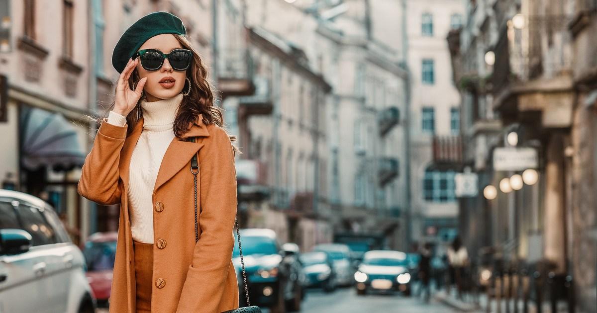 woman wearing turtleneck - هذا 40 ٪ -Off Chelsea28 الياقة المدورة حتى يجعل اللباس الداخلي تبدو أنيقة
