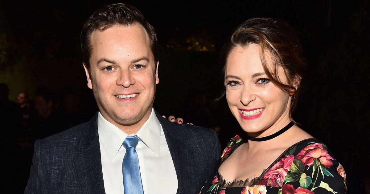Pregnant Rachel Bloom and Her Husband Dan Gregor Stranded in Snowstorm - حامل راشيل بلوم ، الزوج دان غريغور تقطعت به السبل في عاصفة ثلجية