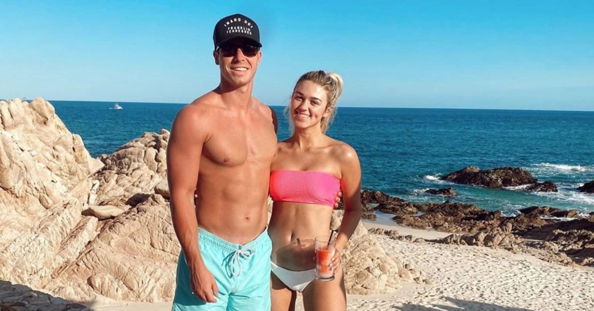 Sadie Robertson and Husband Christian Huff Honeymoon 1 - سادي روبرتسون ، زوج شهر العسل بعد أسبوع من الزفاف: بلدان جزر المحيط الهادئ