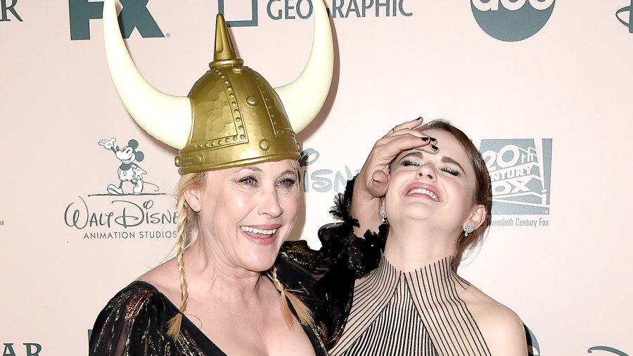 Patricia Arquette Accidentally Bruises Joey King With Her Golden Globe