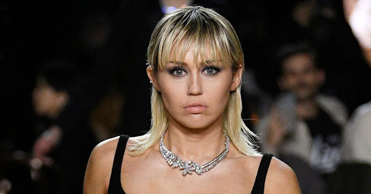 Miley Cyrus Shows Off Her Killer Abs at the Marc Jacobs Show
