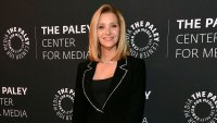 Lisa Kudrow Mothers Hug-less Funeral Amid Coronavirus Paley Honors Black Suit