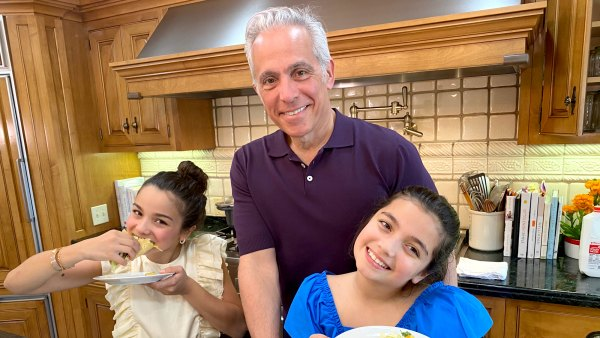 Chef Geoffrey Zakarian Makes Easy Chicken Tacos for Father's Day 2