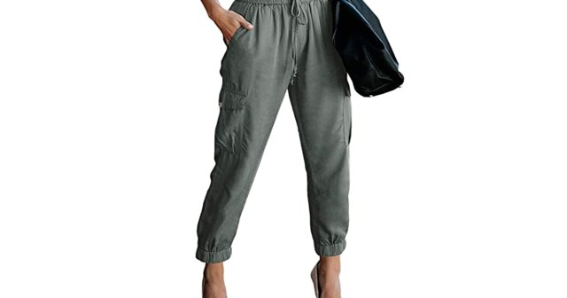 These Cropped Cargo Pants Are the Comfiest Way to Look Chic This Fall.jpg