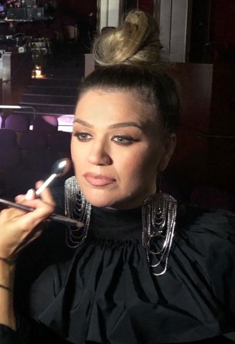 Get All the Details on Kelly Clarkson's Billboard Music Awards Makeup