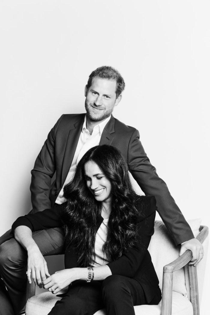 Megan Markle et le prince Harry partagent le premier portrait officiel depuis leur démission en tant que Senior Royals