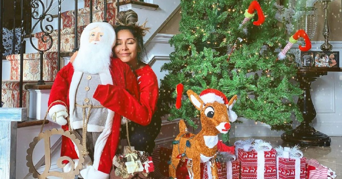 Totally Festive! See the Celebrity Holiday Decorations of 2020 1