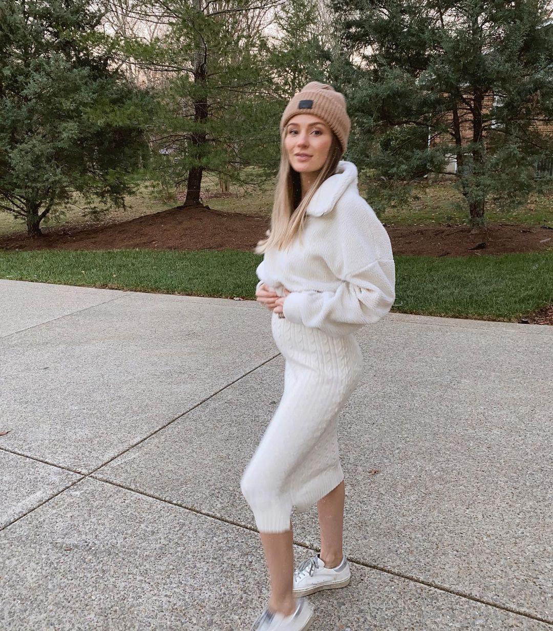 Pregnant Lauren Bushnell Flaunts Her Chic Winter Maternity Style