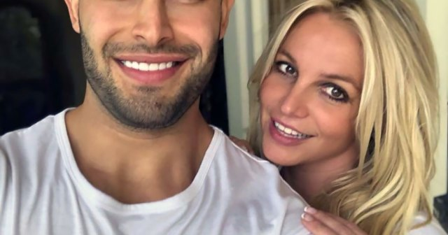 Britney Spears Shares Hilarious Video of Boyfriend Sam Asghari Hiking With Her on His Back: 'It's So Much Fun Out Here'.jpg