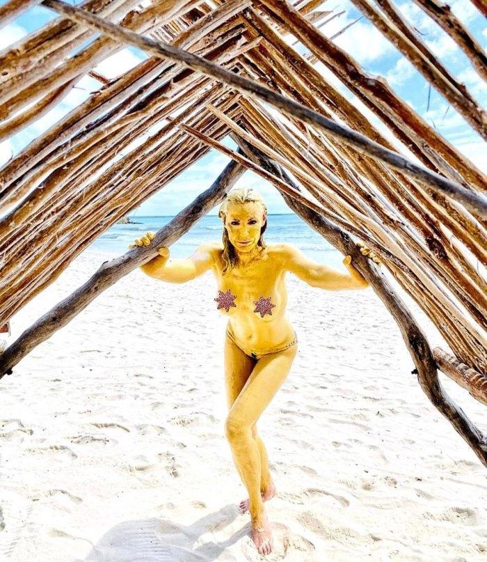 Luanne de Lesseps devient seins nus après avoir terminé le tournage de 'RHONY'